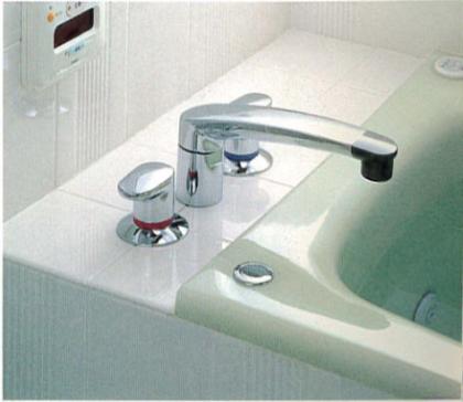 操作が楽な洗い場側にずらしたバス水栓