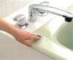 プッシュ式排水栓で体を無理に曲げること無く、安全に貯排水が可能です