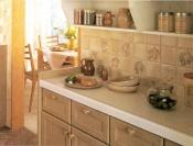 清潔さを保つため、キッチンのバック用内装は、セラミック製の高品質キッチン用タイルに。