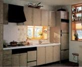 収納スペースをふんだんにとった設計は乱雑になりがちなキッチンにはうれしい。